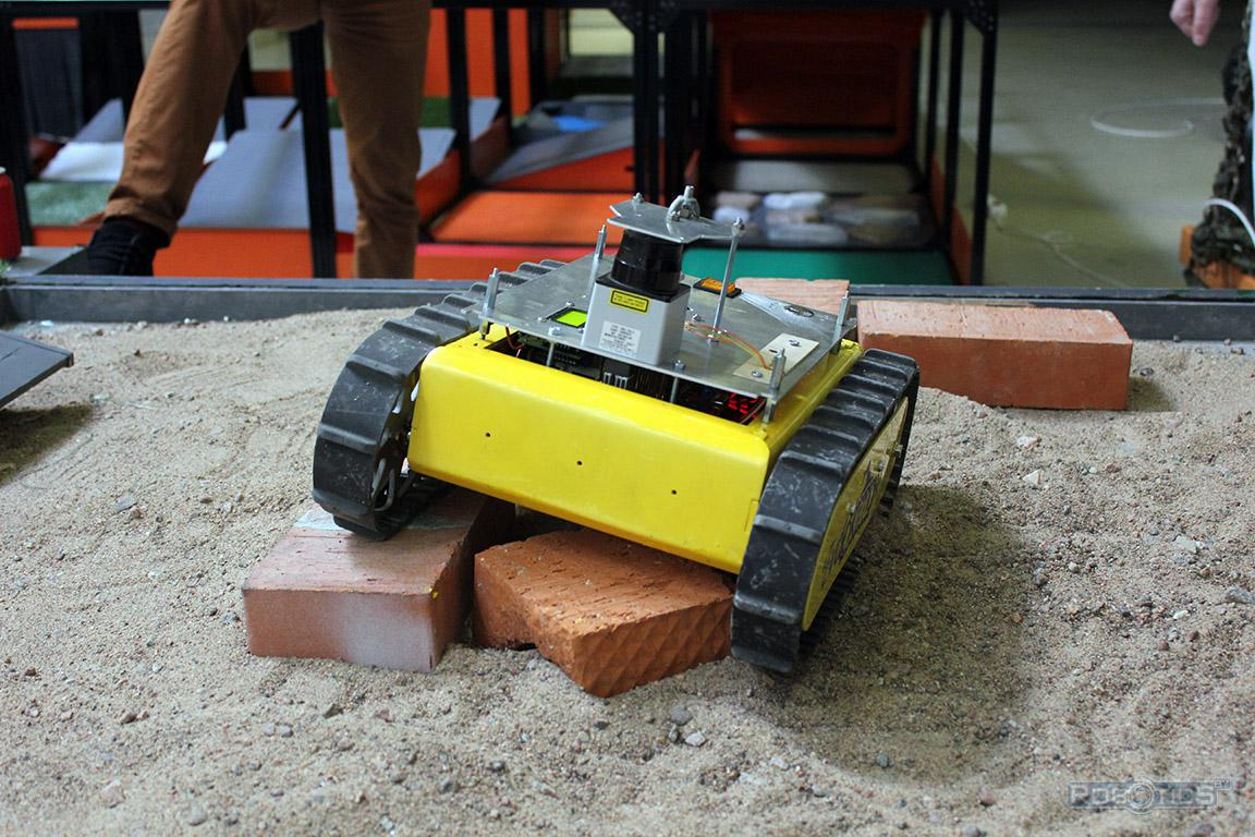 Robot cartographer on sandy coating on the bricks hit obstacles landfill CRDI RTC competition of «Cup of RTK».