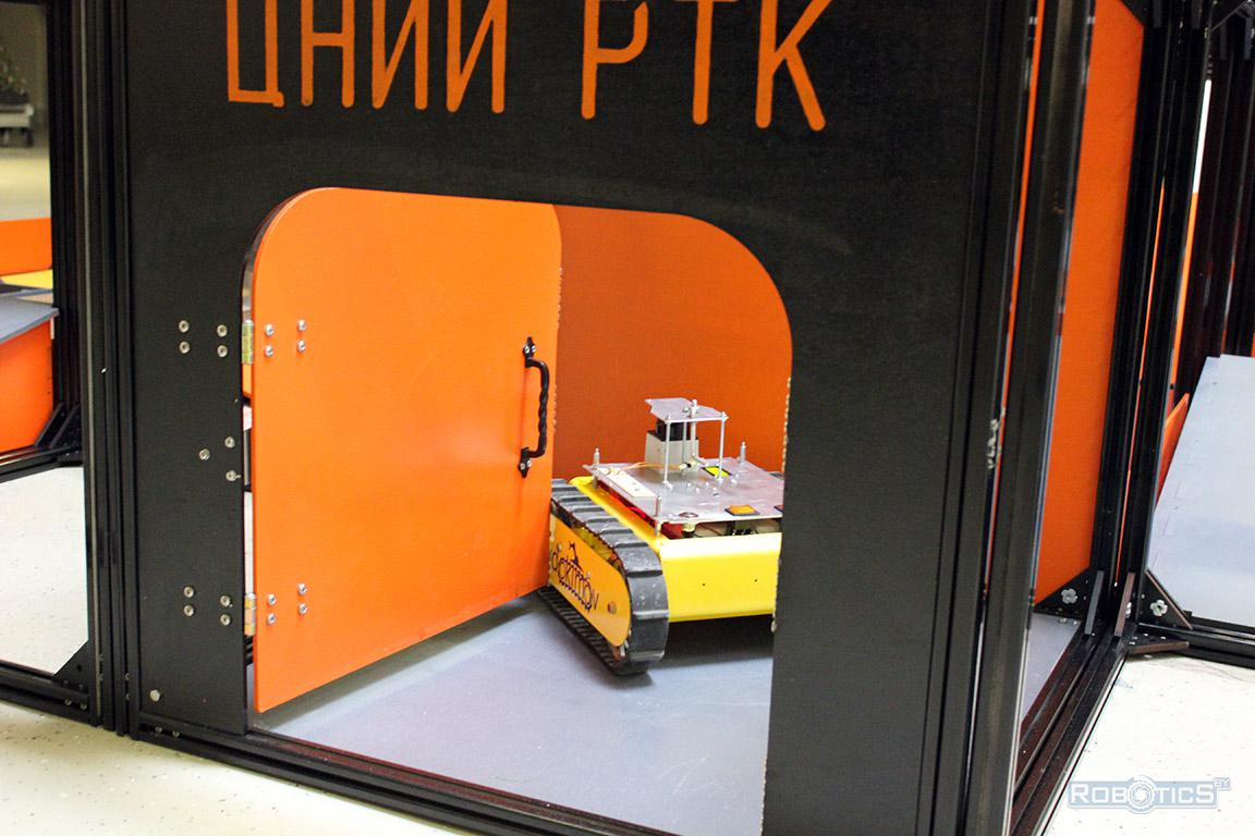 Robot cartographer traveled door to the entrance of the landfill CRDI RTC competition of «Cup of RTK».