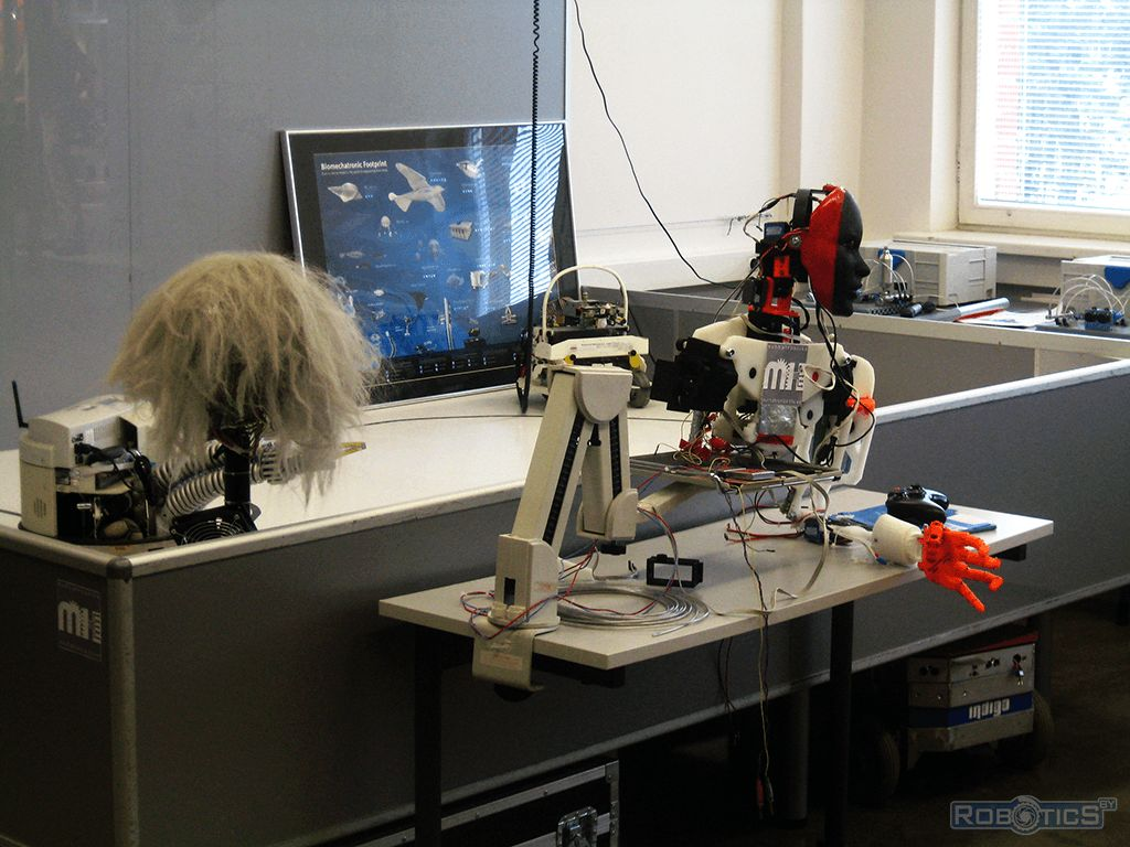 Equipment robots and equipment of laboratories of the University.