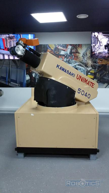 Робот из музея ЦНИИ РТК KAWASAKI UNIMATE 5040.