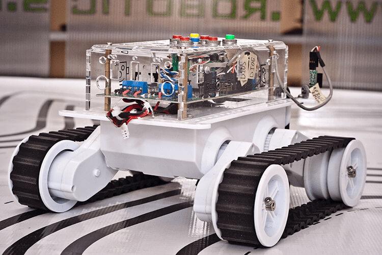 Автономный мобильный робот с нейросетевым управлением
