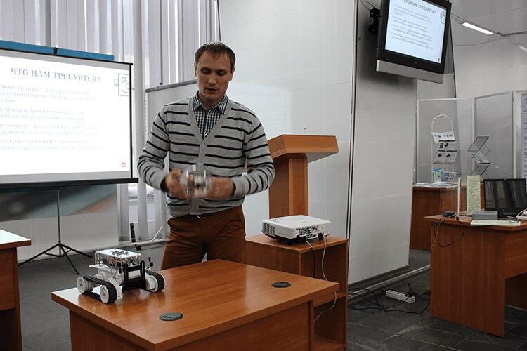 Демонстрация прототипа карманного робота в виде робо-шара