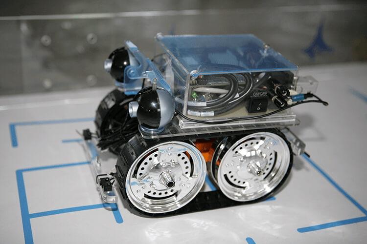 Действующий прототип гусеничного мобильного робота с полным приводом