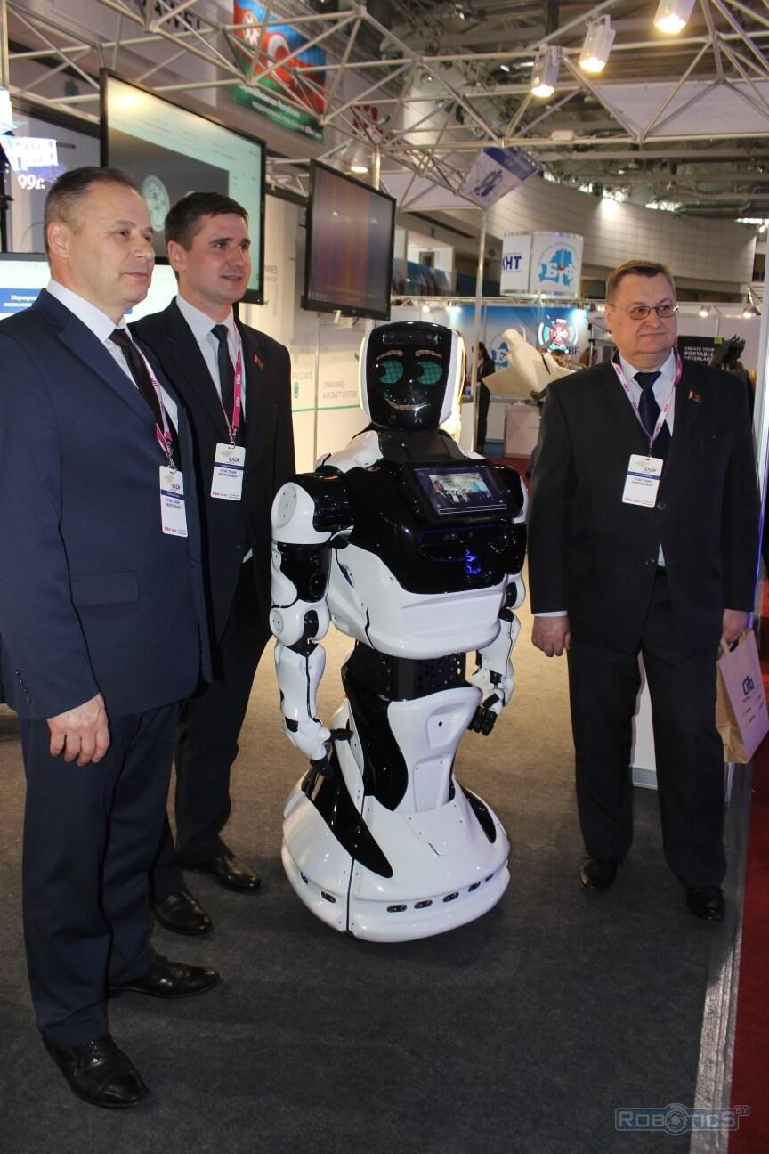 Российский робот-промоутер PROMOBOT v4