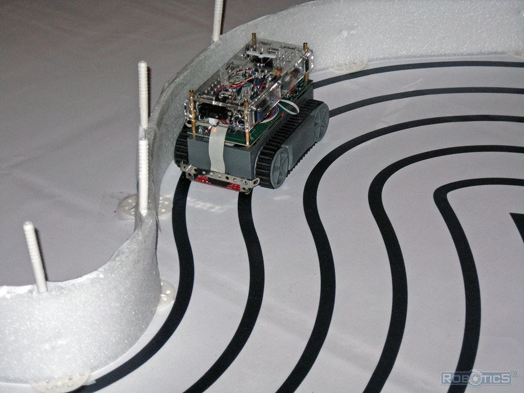 Preparation tracked robot for competitions RoboRace.