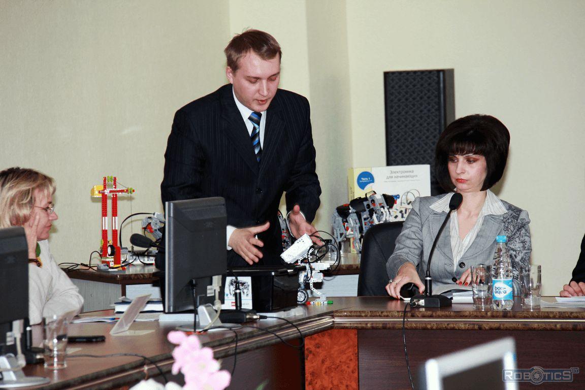 Выступление с докладом Игоря Белевича и демонстрация робота LEGO® MINDSTORMS® EV3