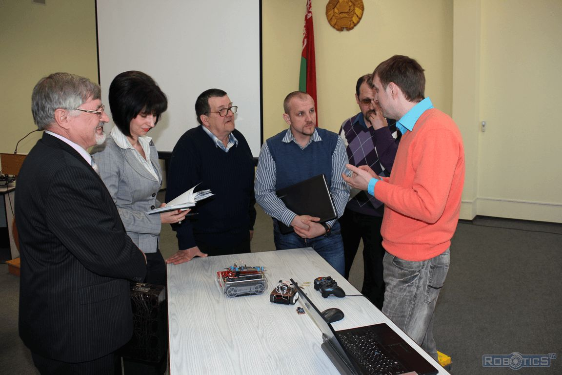 Acquaintance additional education teachers with robotic kits from robotics sector UIIP NASB