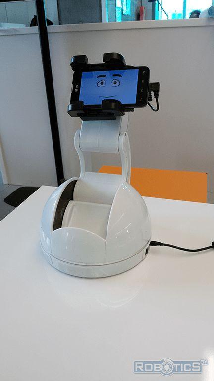 Роботизированный держатель для смартфона Android.