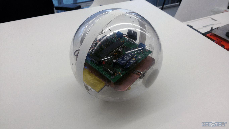 Действующий прототип робота-шара сектора робототехники ОИПИ НАН Беларуси.