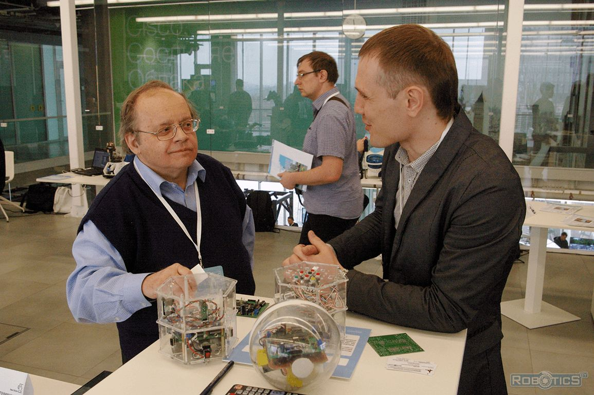Prokopovich Grigoriy Aleksandrovich talks with Vladimir Pavlovsky, a leading researcher sector nonholonomic mechanics laboratory «Nonlinear analysis and design of new vehicles».