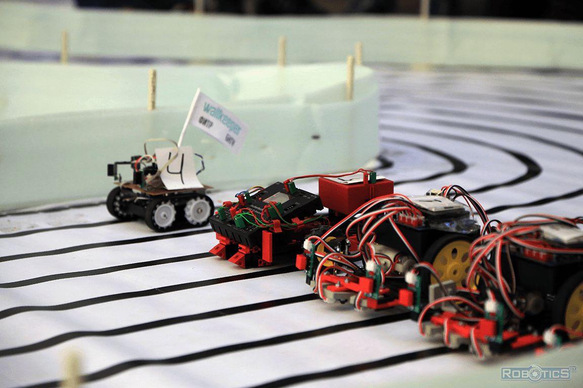 Момент старта роботов (Наш робот под номером 4).
