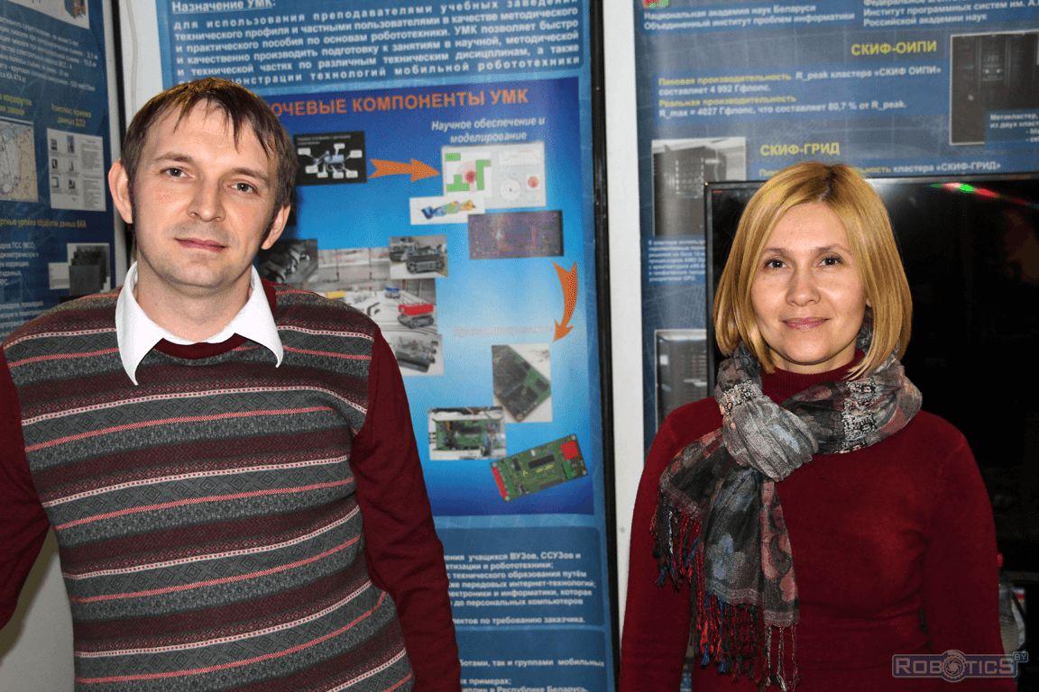 Сергей Герасюто и Лариса Мурашко у стенда сектора робототехники.