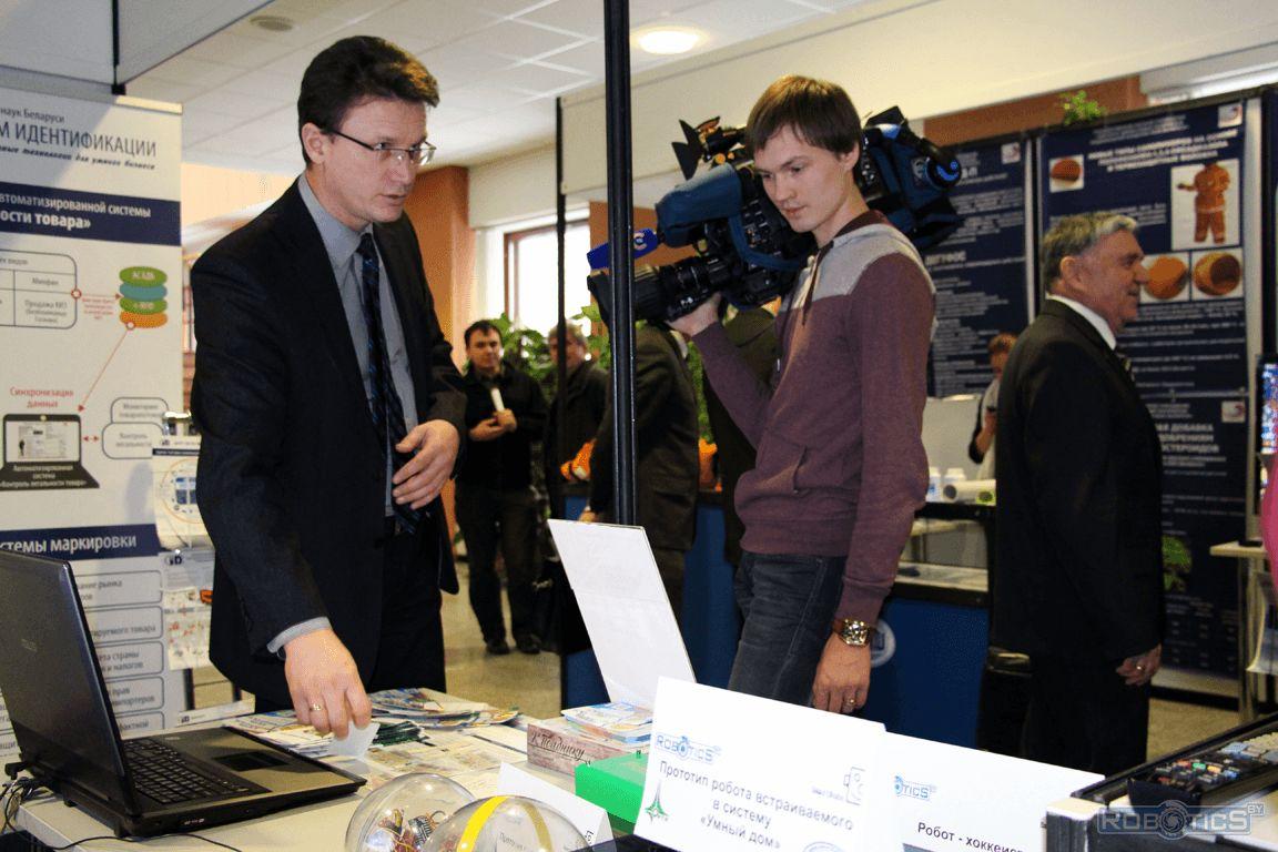 Репортажи и комментарии по материалам стендов журналистам канала СТВ.