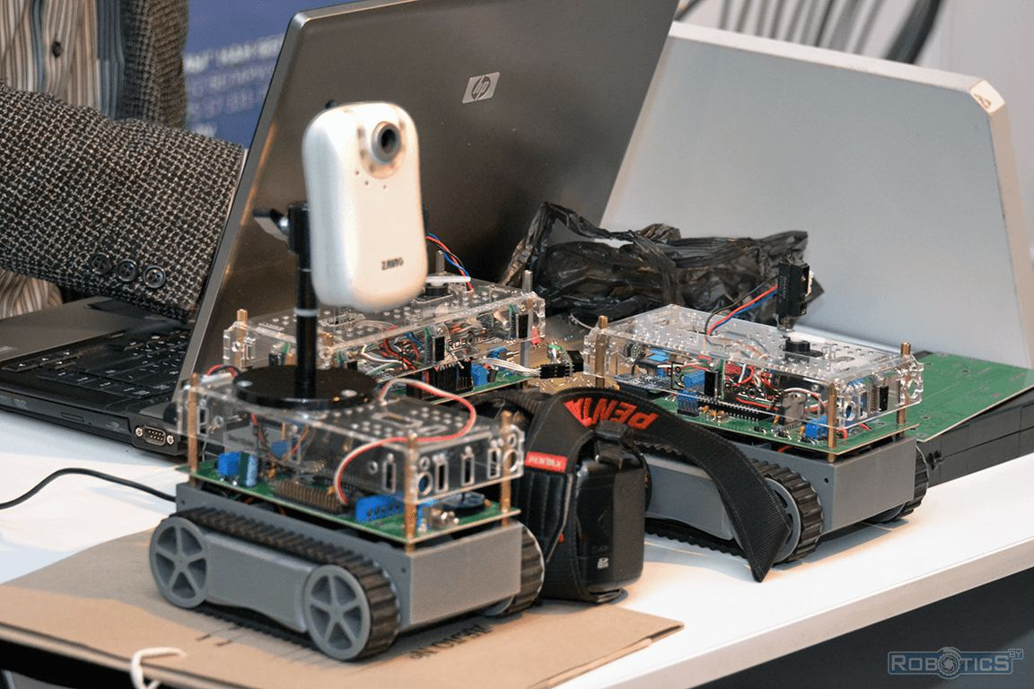Exhibition table with universal mobile robots.