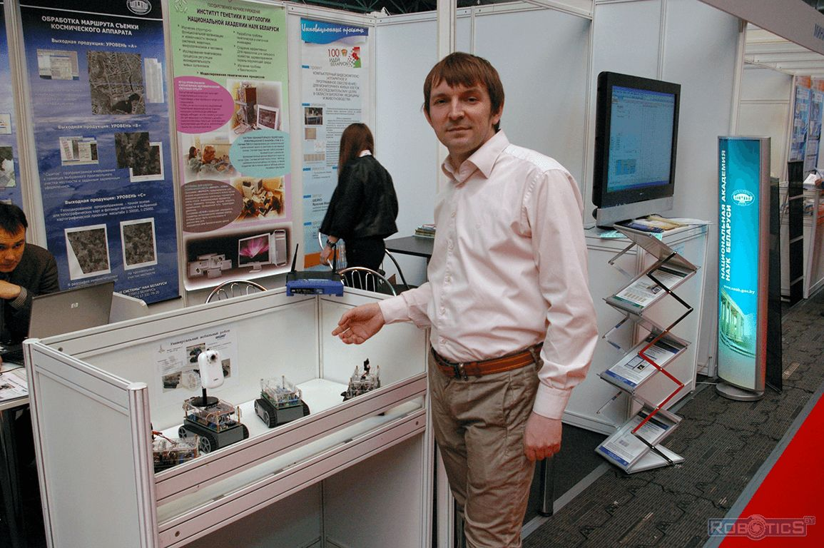 Sergey Gerasuto demonstrates the exhibits of the exhibition stand.