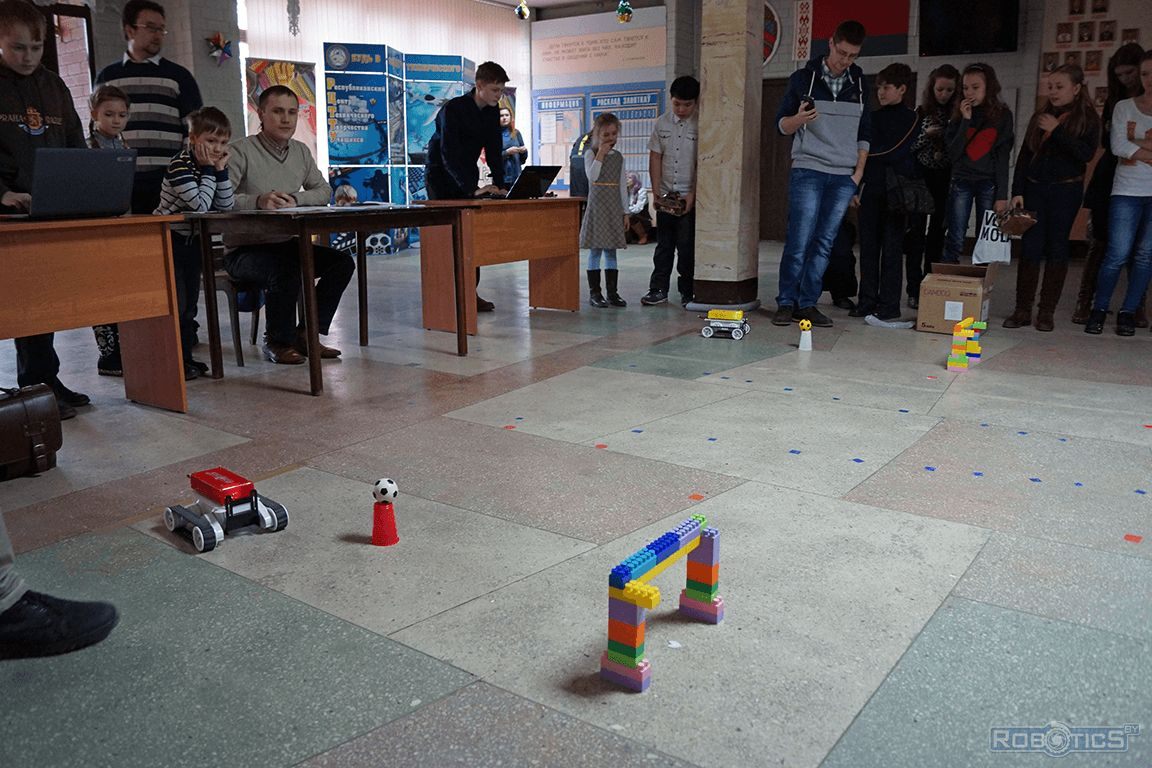Competitions tracked mobile robot on the track.