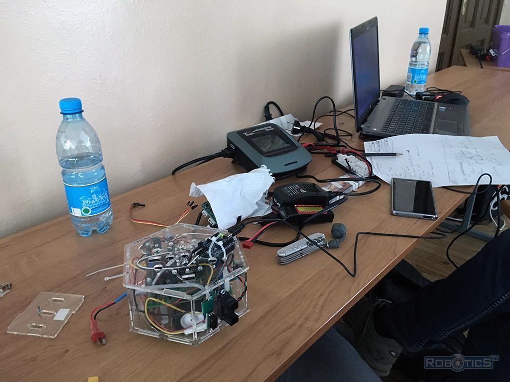 Сборка робота 'RoboCake Student'.